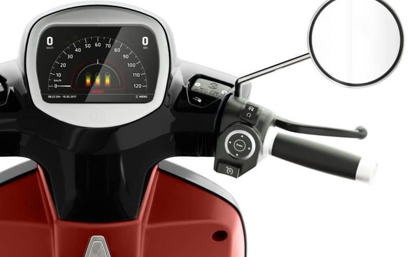Modernestes TFT Touch-Display ist beim Kumpan Elektroroller der Serie 54i Standard